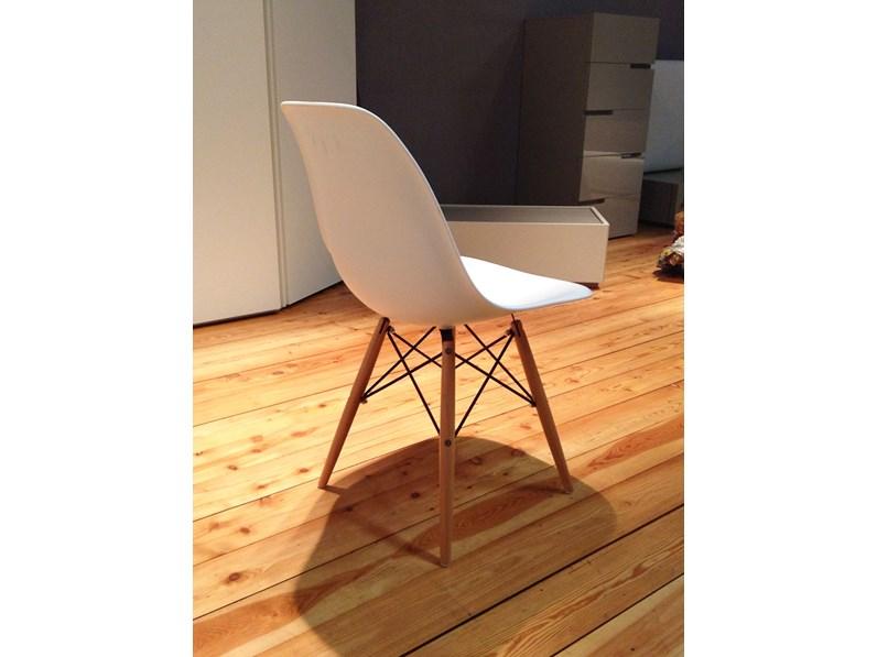 Sedia tipo Vitra Plastic side Chair di Charles Eames scontata del ...