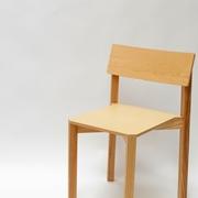 Sedia Valsecchi modello Simple One. Sedia con struttura in massello di frassino e schienale e seduta in multistrato impiallacciato frassino.