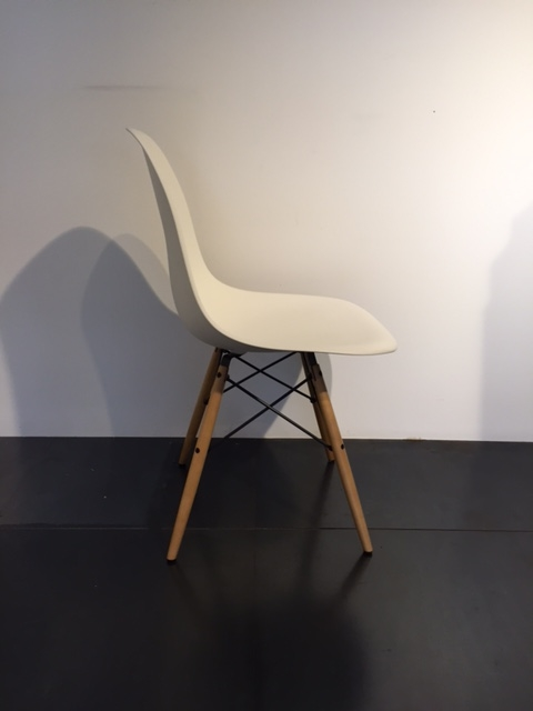 sedia vitra modello dsw design eames 1950 versione legno