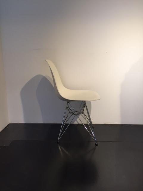 Sedia vitra eames basamento cromato sedie a prezzi scontati for Sedia vitra eames