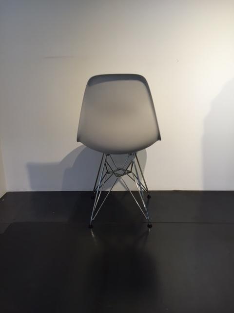 Sedia vitra eames basamento cromato sedie a prezzi scontati for Sedia design vitra