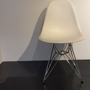 sedia DSR di Eames Plastic, 1950 di design