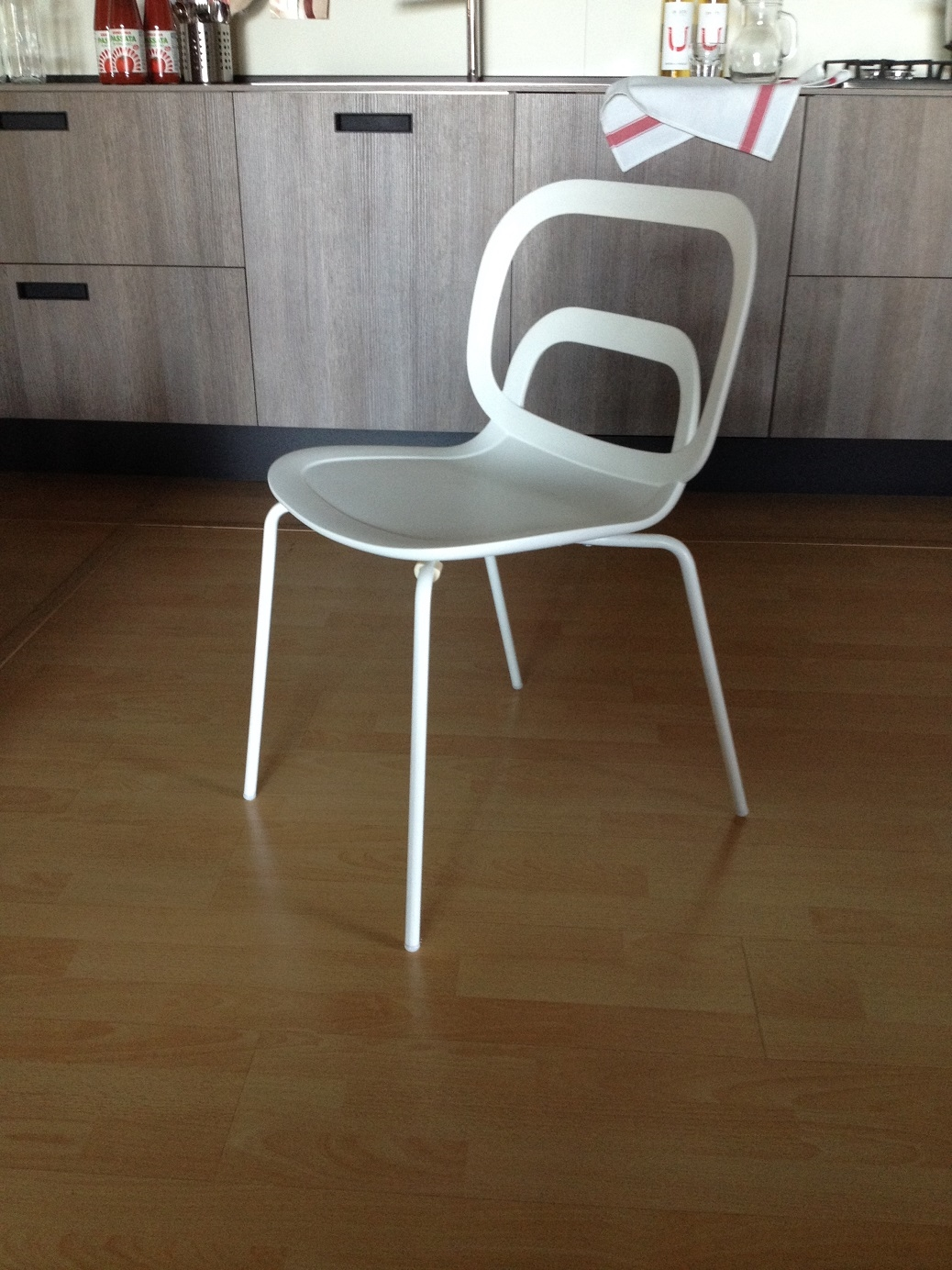 Sedie bianche moderne ciacci scontate del 50 sedie a for Sedie scontate