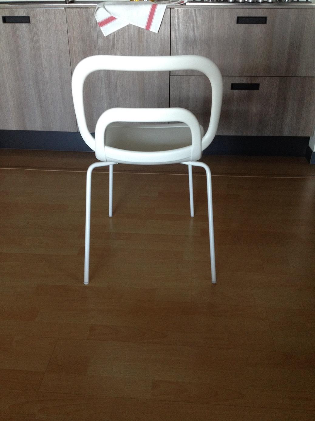 Sedie bianche moderne ciacci scontate del 50 sedie a for Sedie moderne economiche per cucina