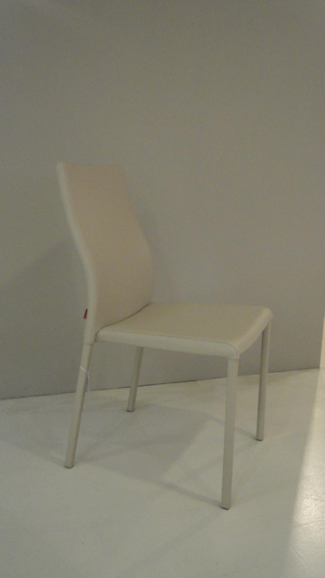 Sedie modello aura scontate del 50 sedie a prezzi scontati for Sedie scontate