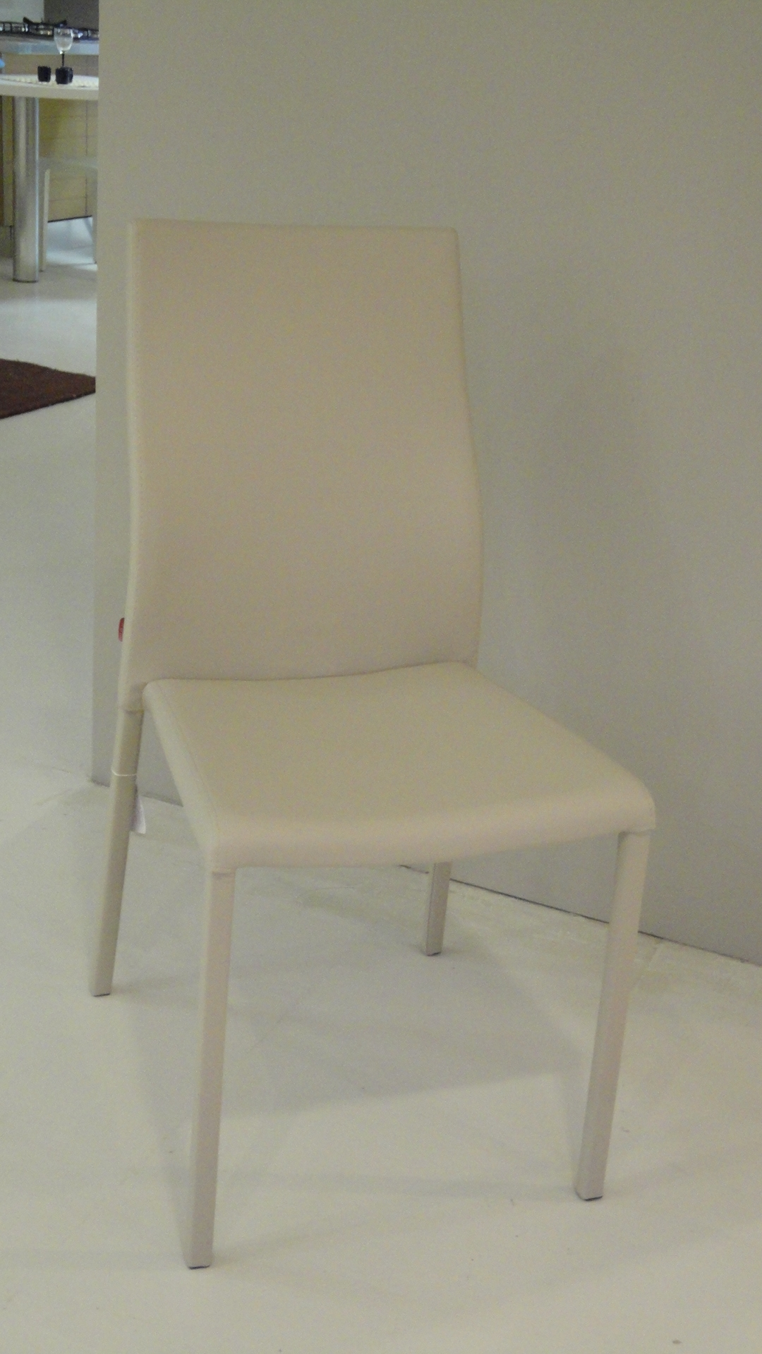 Sedie modello aura scontate del 50 sedie a prezzi scontati for Sedie design scontate
