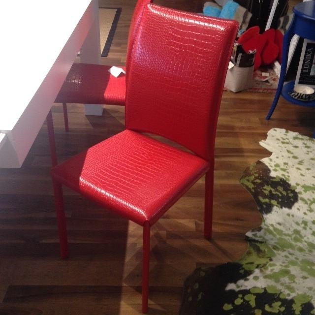 Sedie tonin cuoio rosso sconto 50 sedie a prezzi scontati for Sedie in cuoio