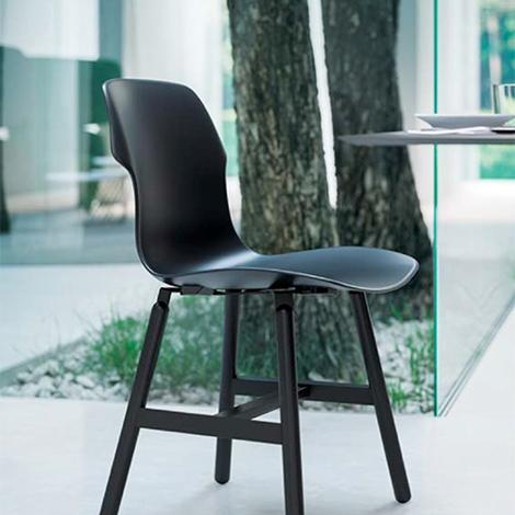 Set di 4 sedie modello di alto design con struttura in for Sedie di metallo