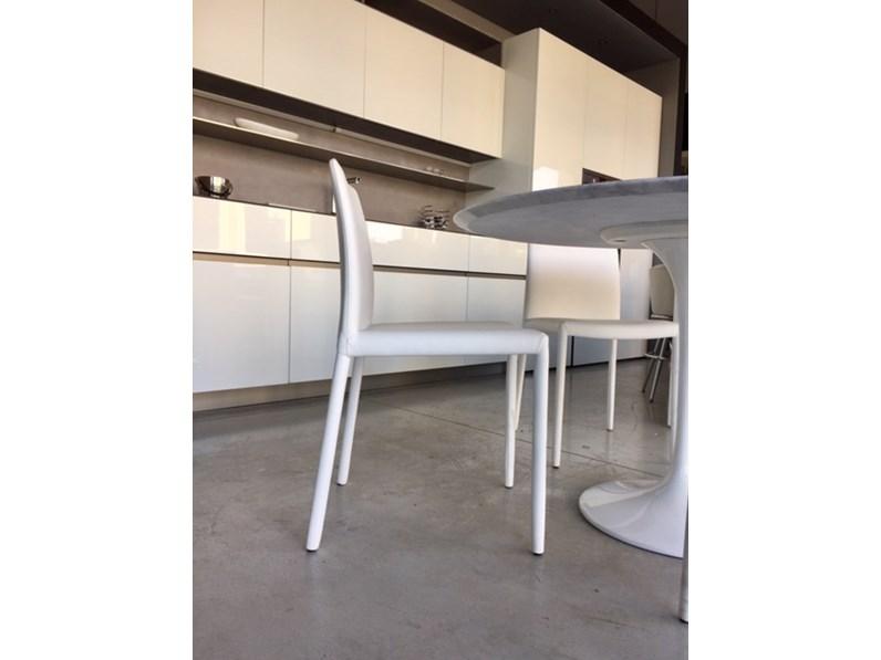 https://www.outletarredamento.it/img/sedie/set-n-4-sedie-fiam-italia-modello-kelly-in-ecopelle-bianca-poltroncina-impilabile_N3_247683.jpg