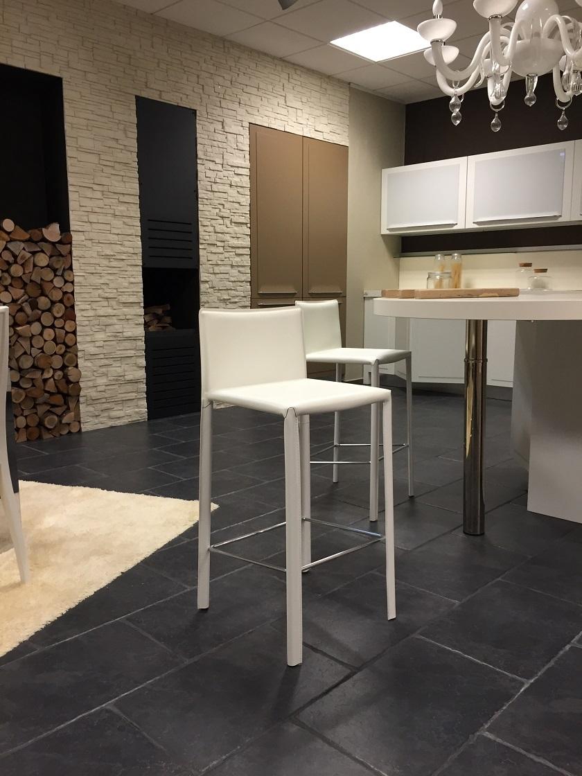 Sgabelli in cuoietto cuoio rigenerato sedie a prezzi for Sedie cuoio prezzi