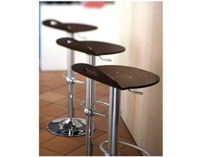 Sgabello Connubia modello Rock. Sgabello regolabile in altezza con struttura in metallo e sedile in legno.