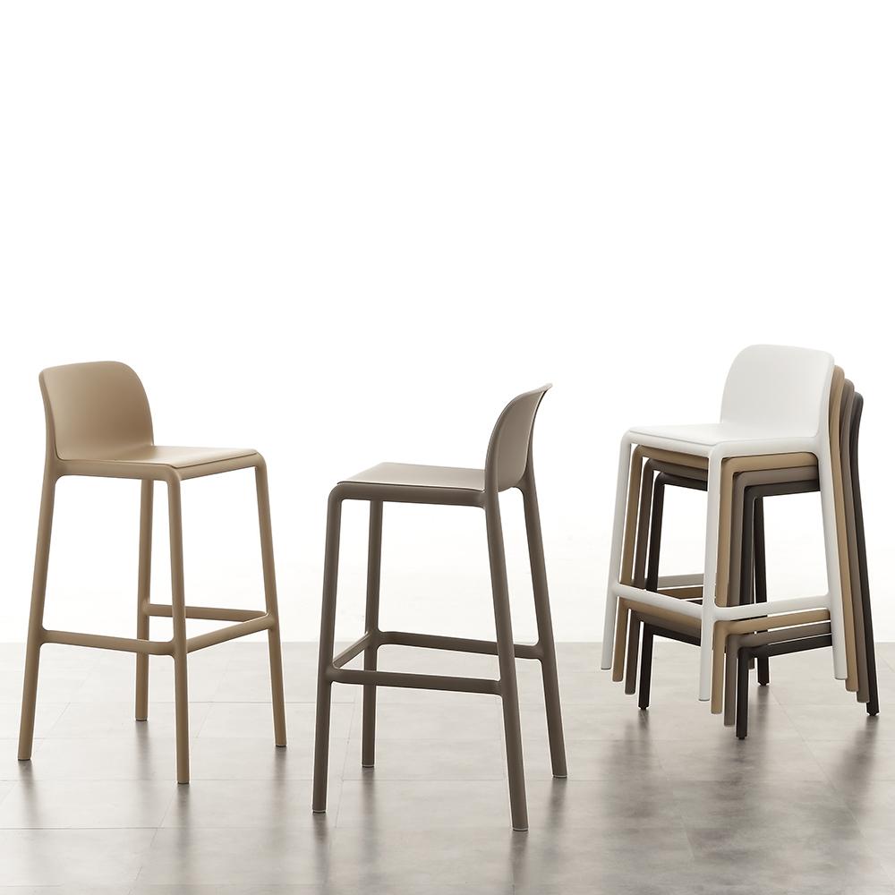 Sgabello laseggiola modello river stool sedie a prezzi for Sgabello bagno design