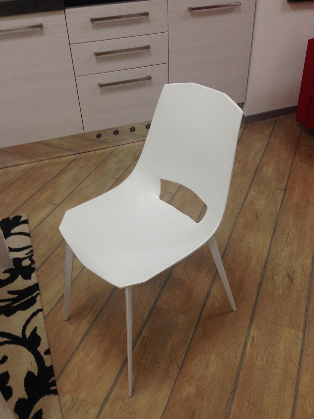 Sedie con tavolo allungabile scontato del 50 sedie a for Tavolo allungabile con sedie