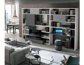 Composizione Tomasella modello A021. La composizione è composta di vari blocchi aperti e chiusi, da un pouff e da una scrivania.