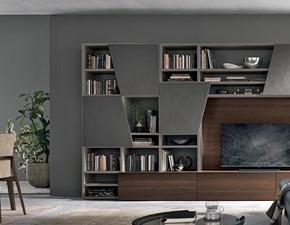 Composizione Tomasella modello A028. La composizione è composta da contenitori base, pannello tv e ante diagonal.