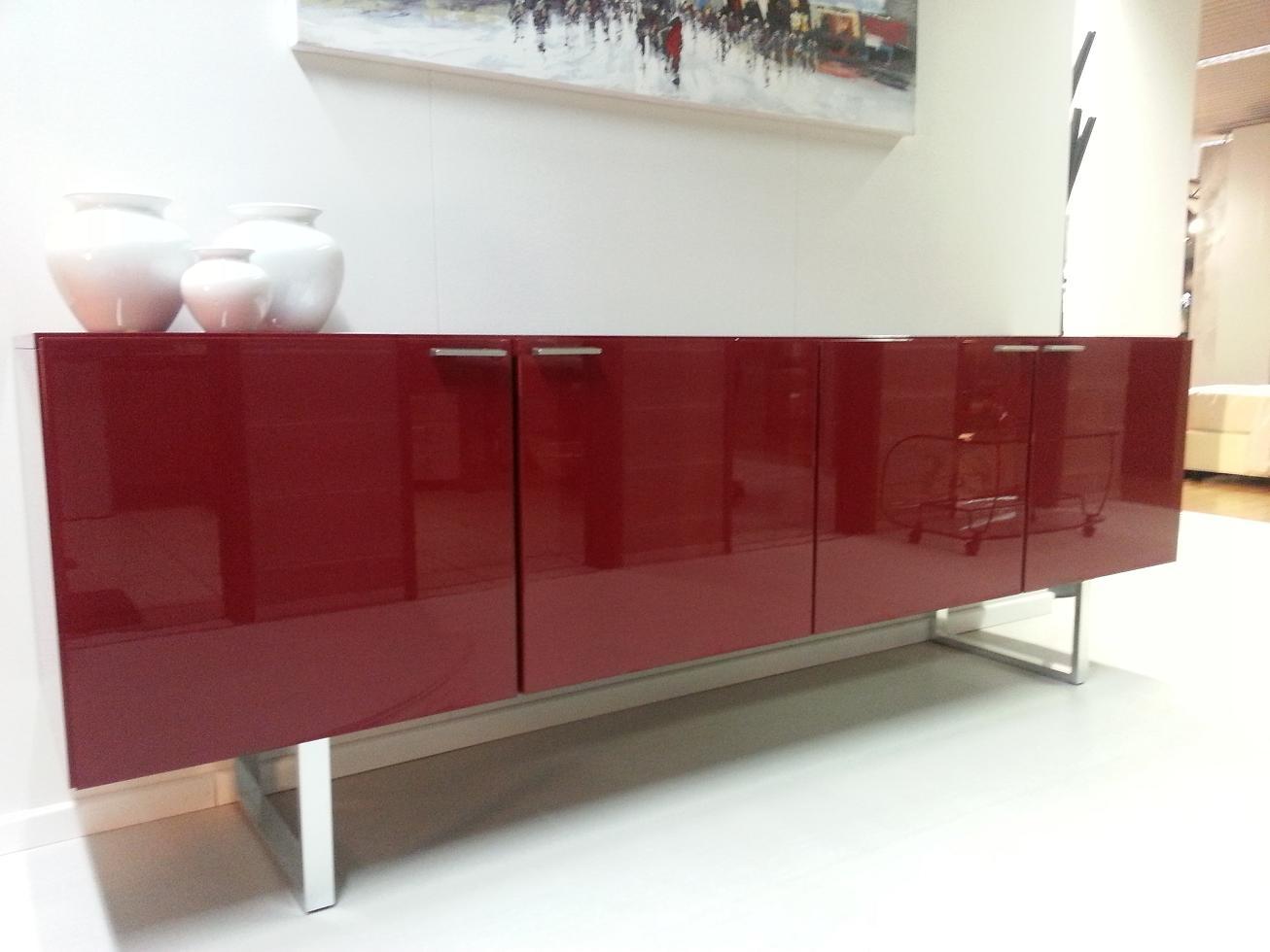 Credenza Moderna Sottile : Soggiorno moderno con vetrina. top cool mobili per