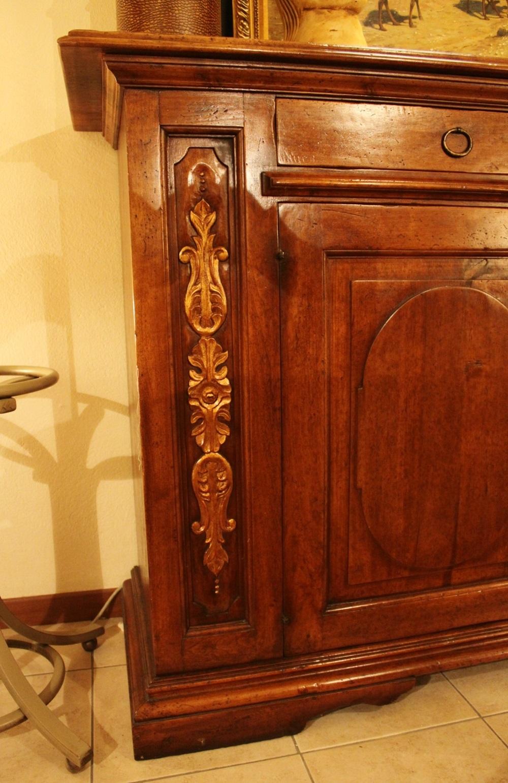 Credenza stile 39 500 in noce nazionale artigianale con for Credenza offerta