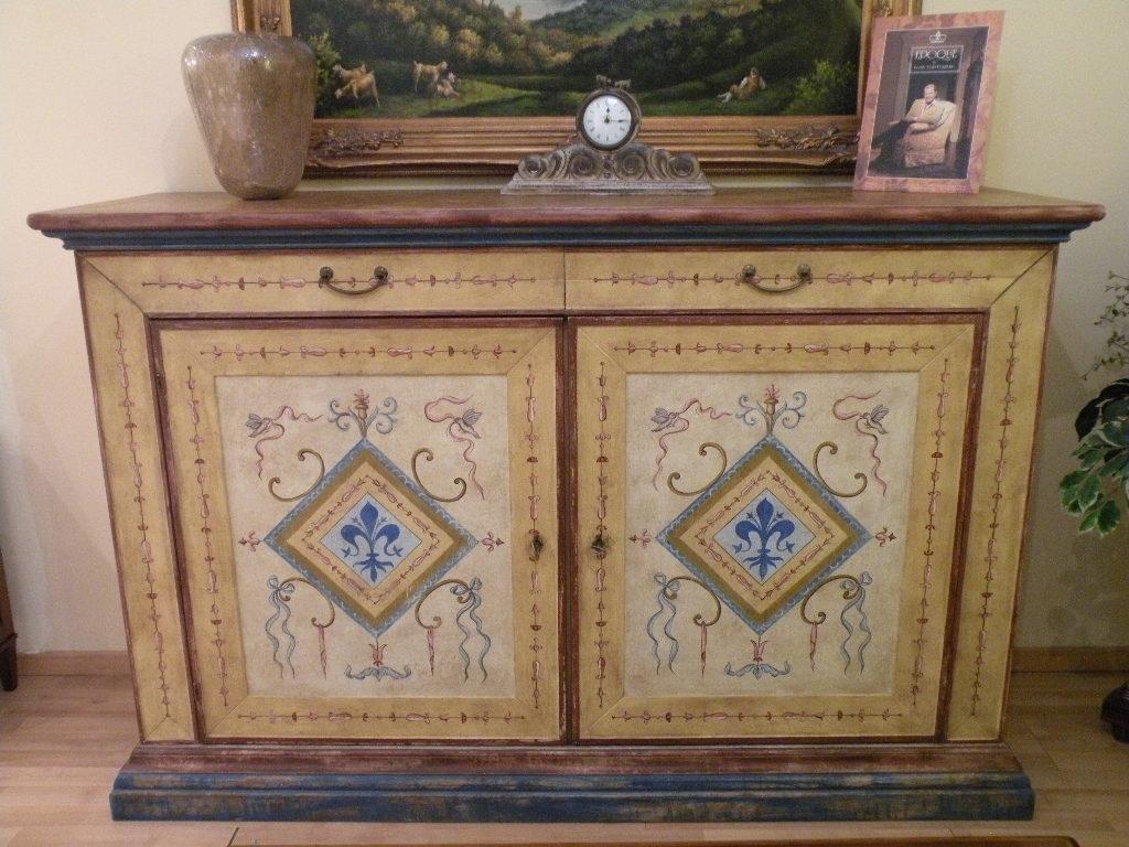 mobili stile fiorentino : Grifoni credenza stile fiorentino offerta -63% - Soggiorni a prezzi ...