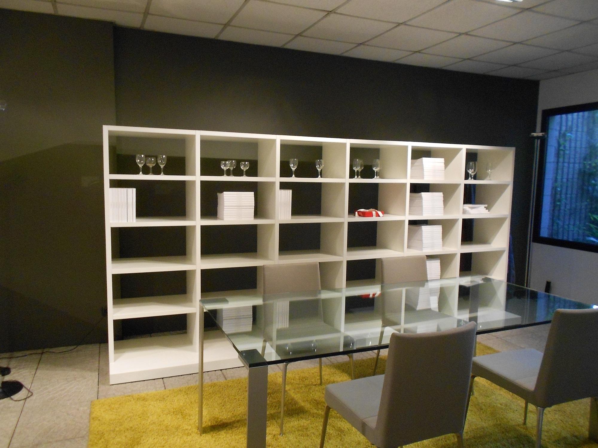 Jesse soggiorno regolo laccato opaco librerie design for Libreria a muro bianca