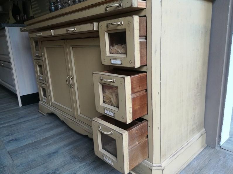 Madia in legno massello Marchi cucine in stile classico a prezzo scontato