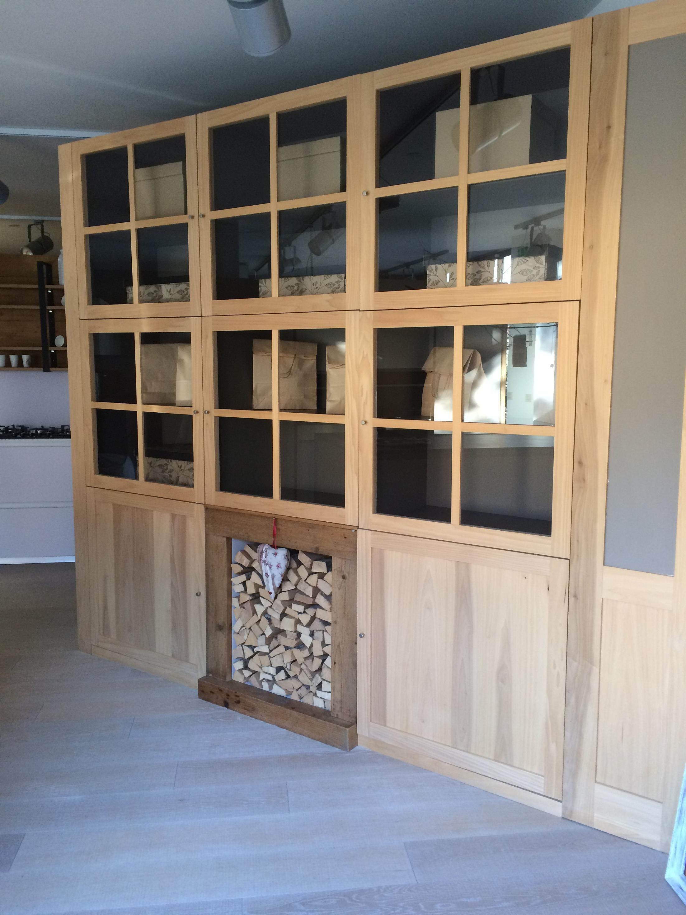 Soggiorno mobile libreria contenitore in legno massello for Mobile contenitore