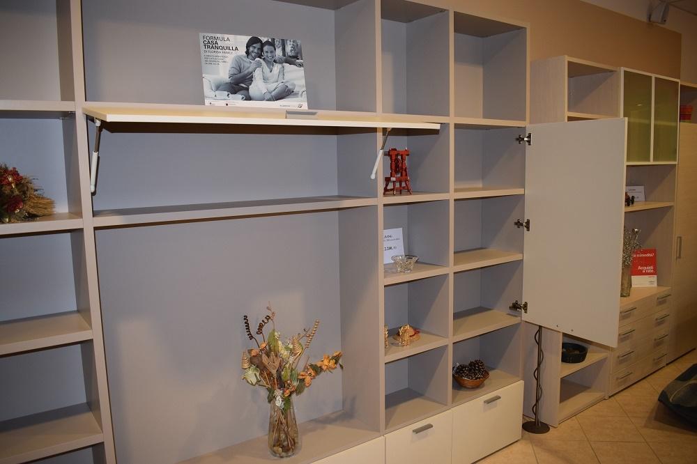 Mobile soggiorno libreria con vano porta tv soggiorni a for Mobile con libreria