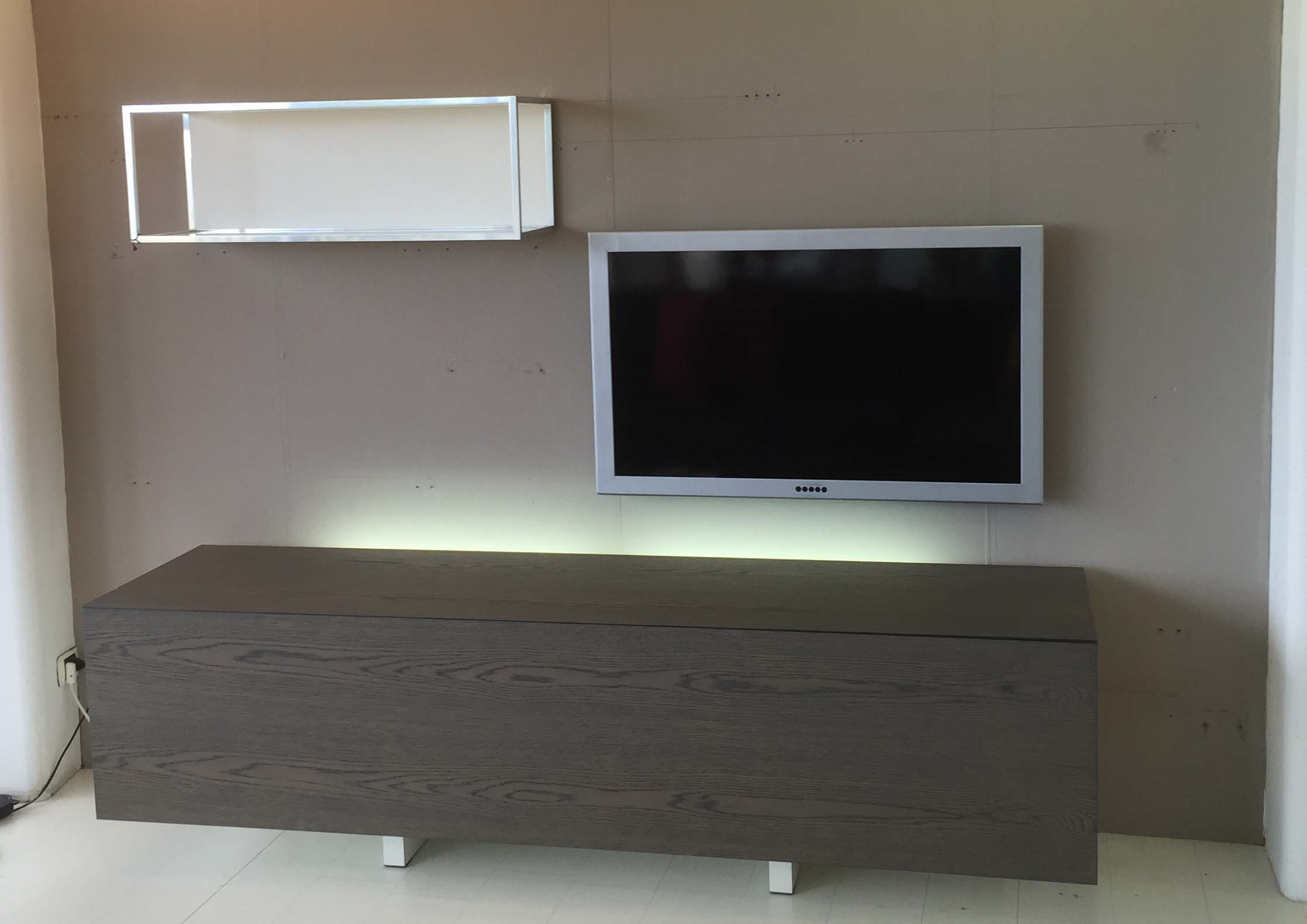 Mobile tv acerbis ludwing in legno rovere grigio for Acerbis arredamenti