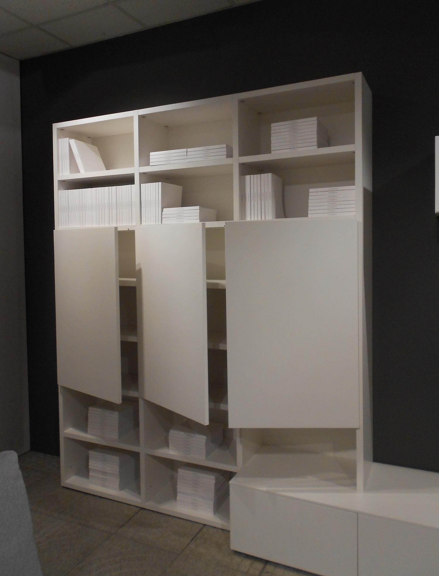 Novamobili soggiorno about day laccato opaco pareti for Design scontato