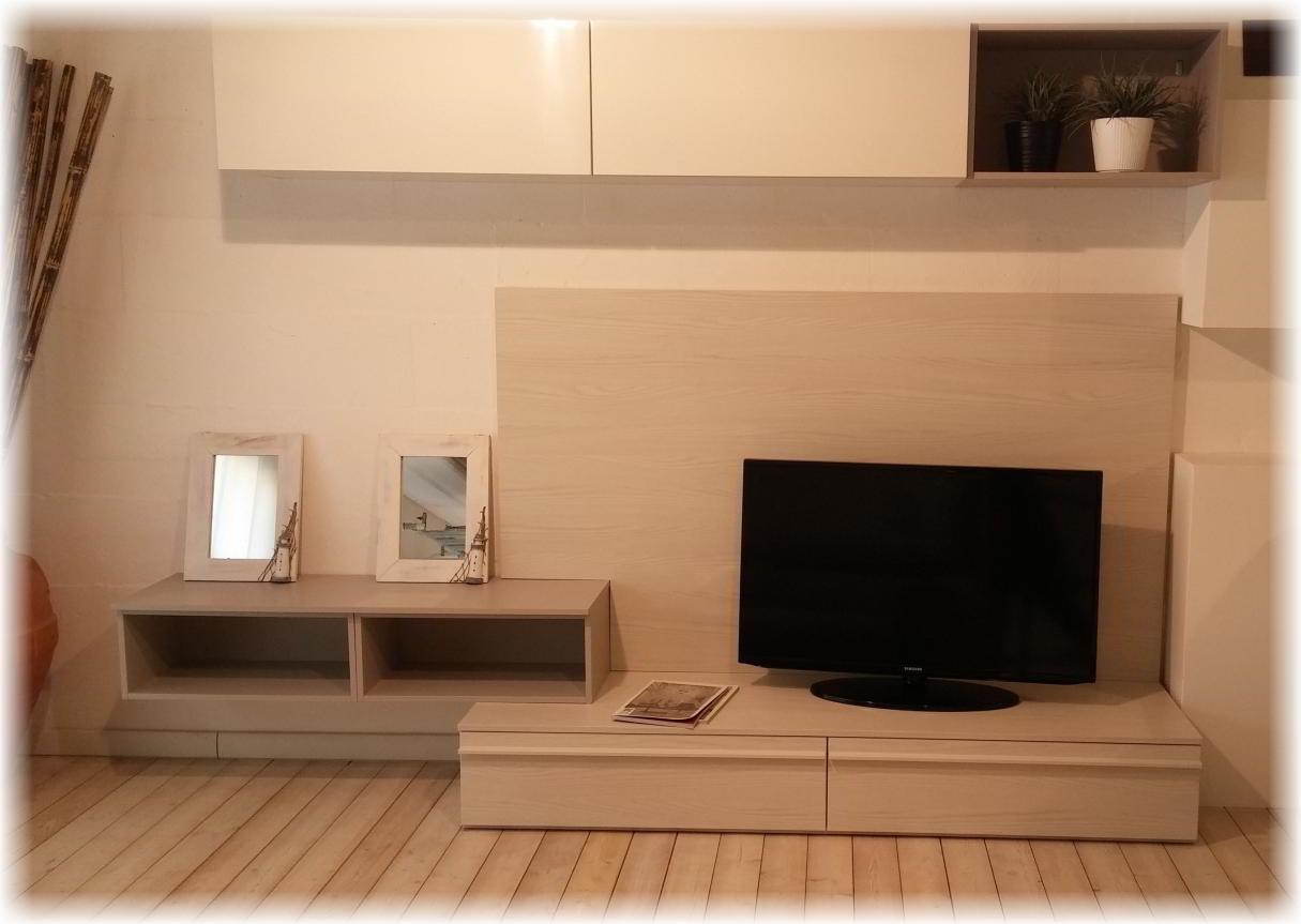 Occasione parete attrezzata soggiorno con pensili e for Pareti attrezzate capienti