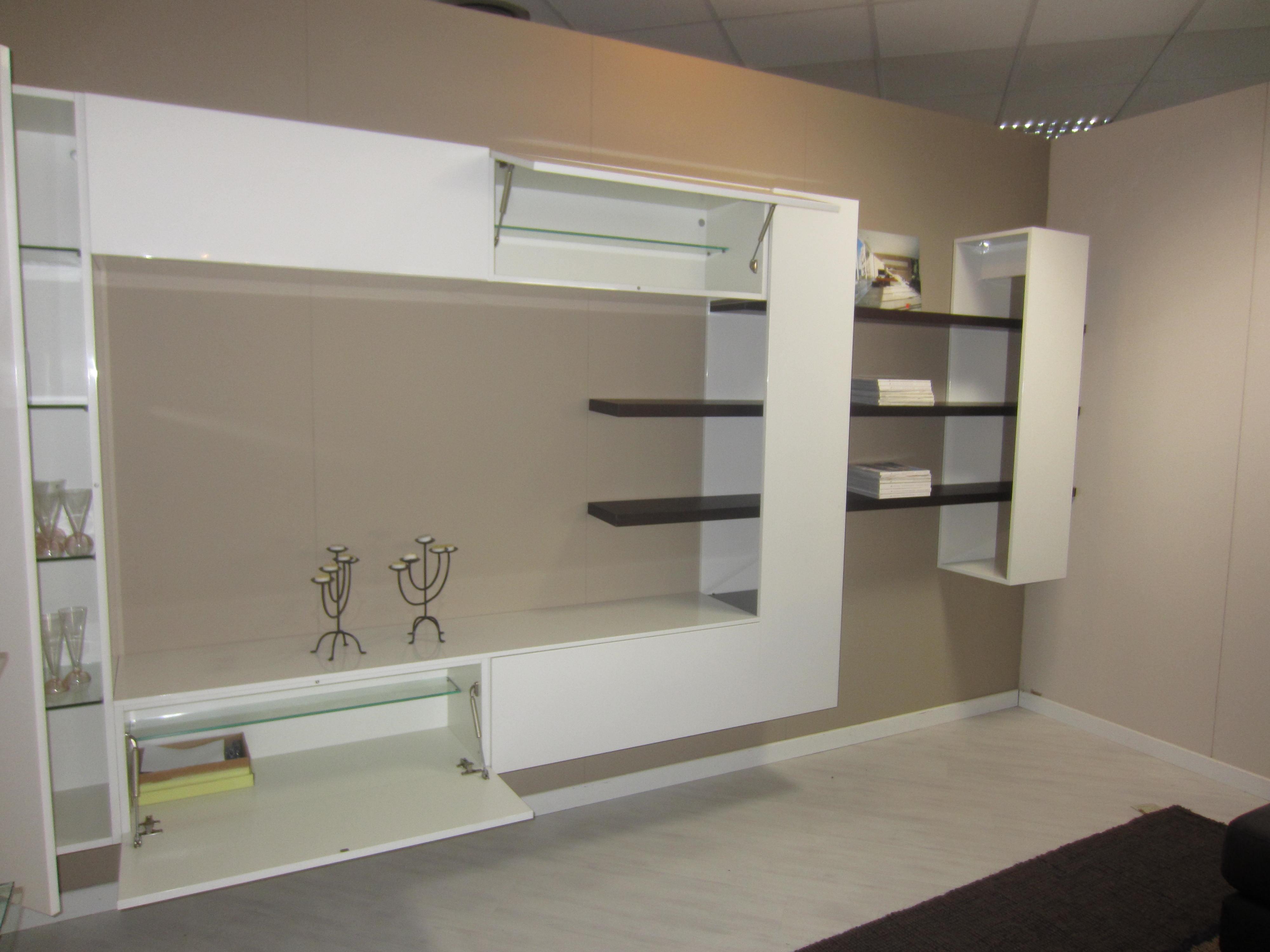 Stunning Mobile Soggiorno Sospeso Ideas Idee Arredamento ...