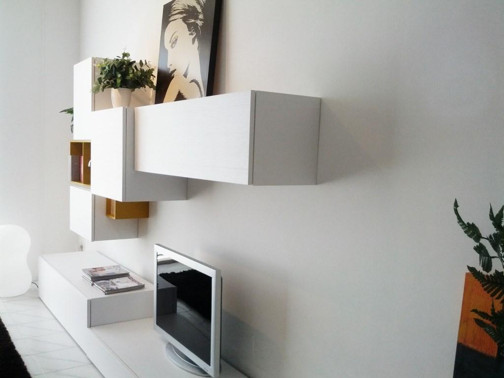 Soggiorno orme parete attrezzata soggiorni a prezzi scontati - Parete attrezzata moderna con camino ...