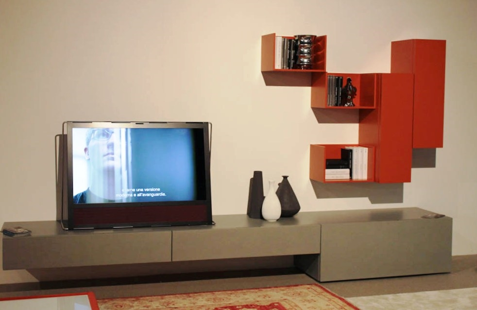 Parete soggiorno casablanca ecomalta e laccato arancio for Visma arredo ufficio