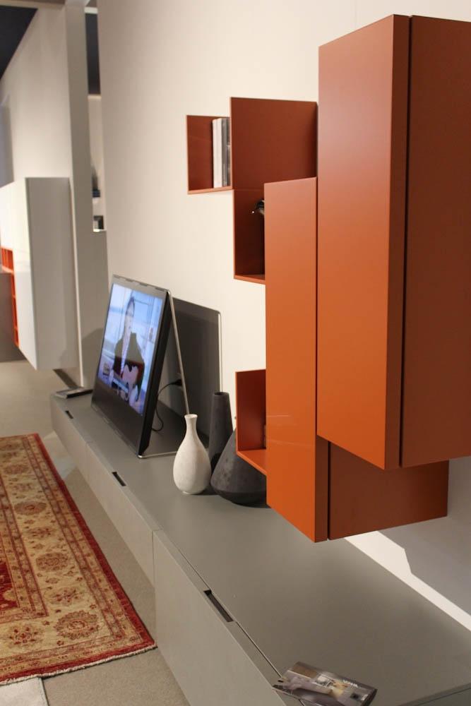 Arredare soggiorno arancione pareti colorate arancione for Pareti soggiorno grigio