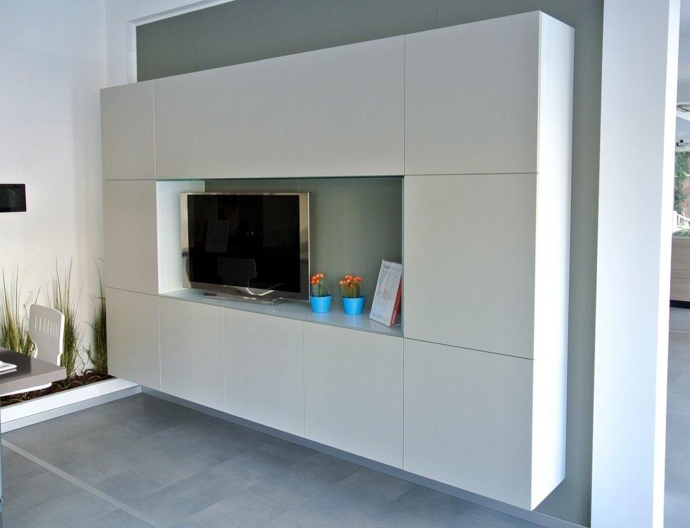 Parete soggiorno liberamente soggiorni a prezzi scontati for Mobile sala