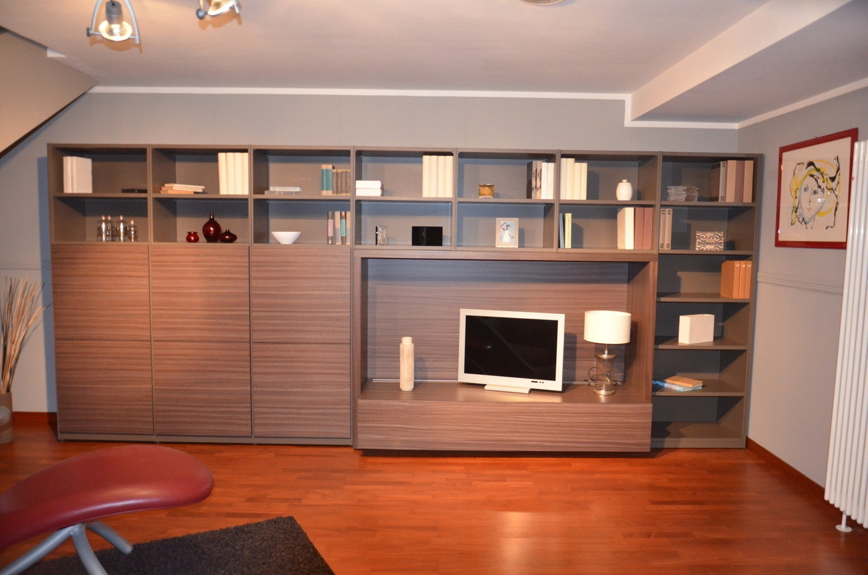 Parete soggiorno tortora il miglior design di for Design degli interni di 1000 m