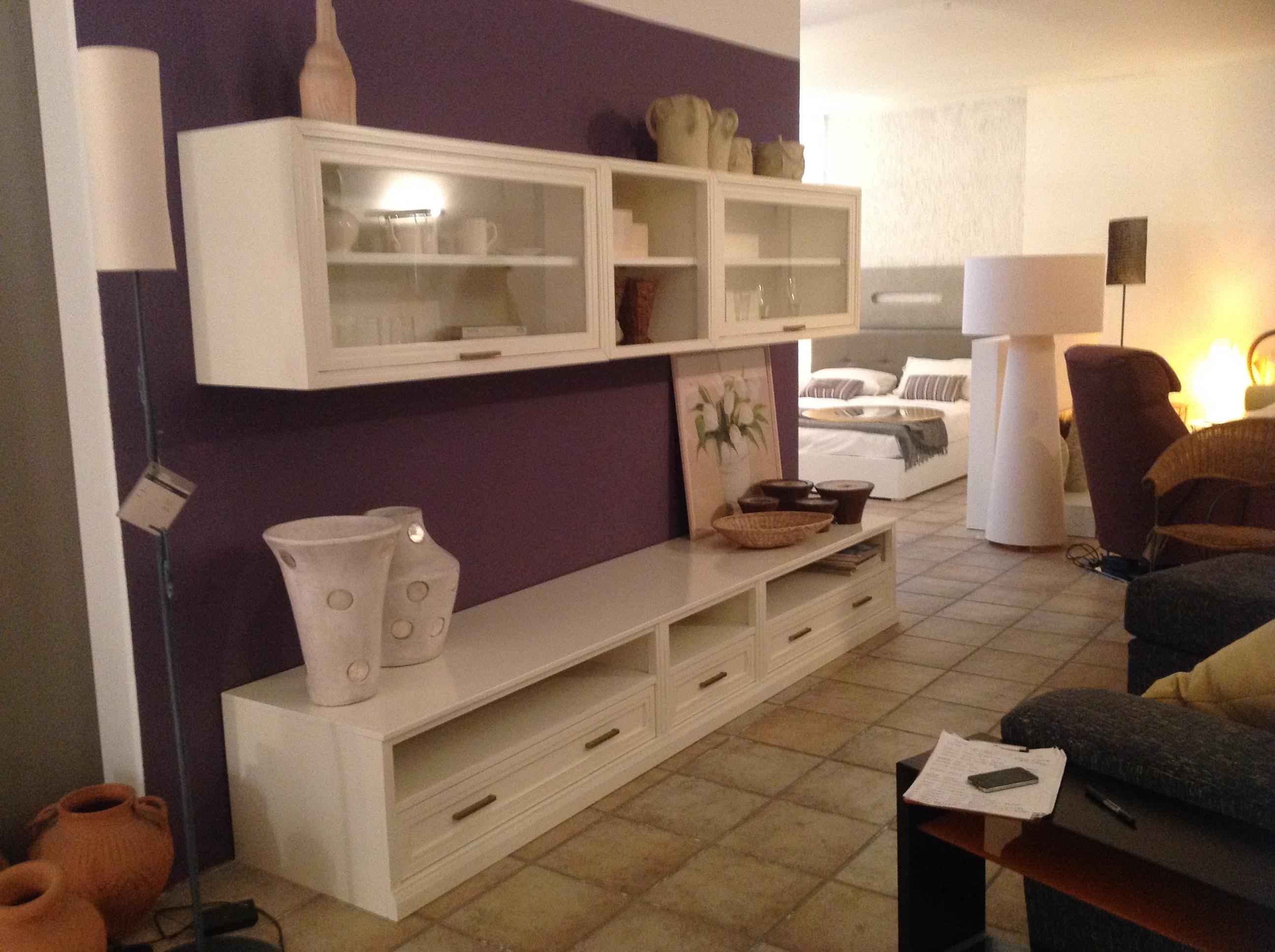 Tavolini da salotto con base in ceramica - Mobile vetrina moderno ...