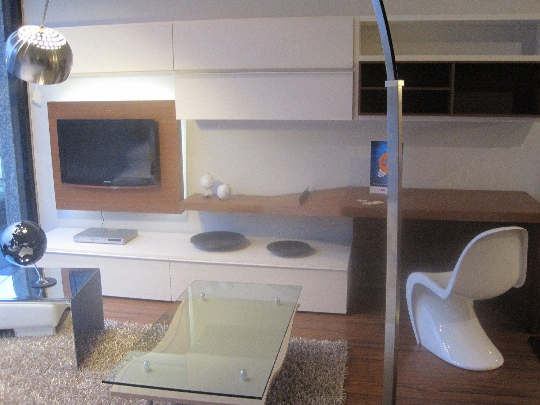Parete soggiorno sistema 302 soggiorni a prezzi scontati for Quadri ufficio ikea