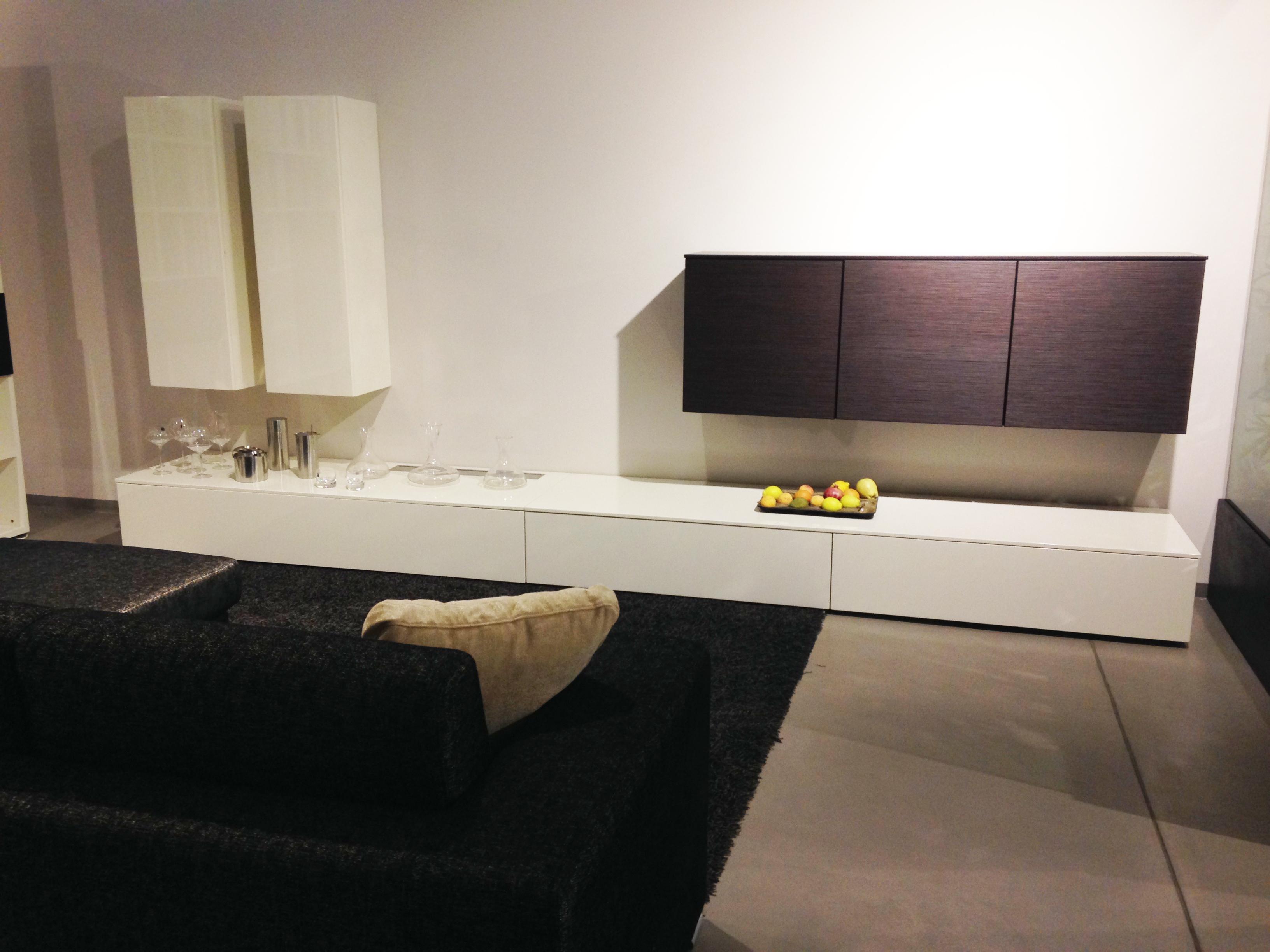 Mobili da soggiorno lema idee di design per la casa for Mobili di design in offerta
