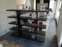 Libreria Bristol System in olmo nero e supporti in brown nickel lucido