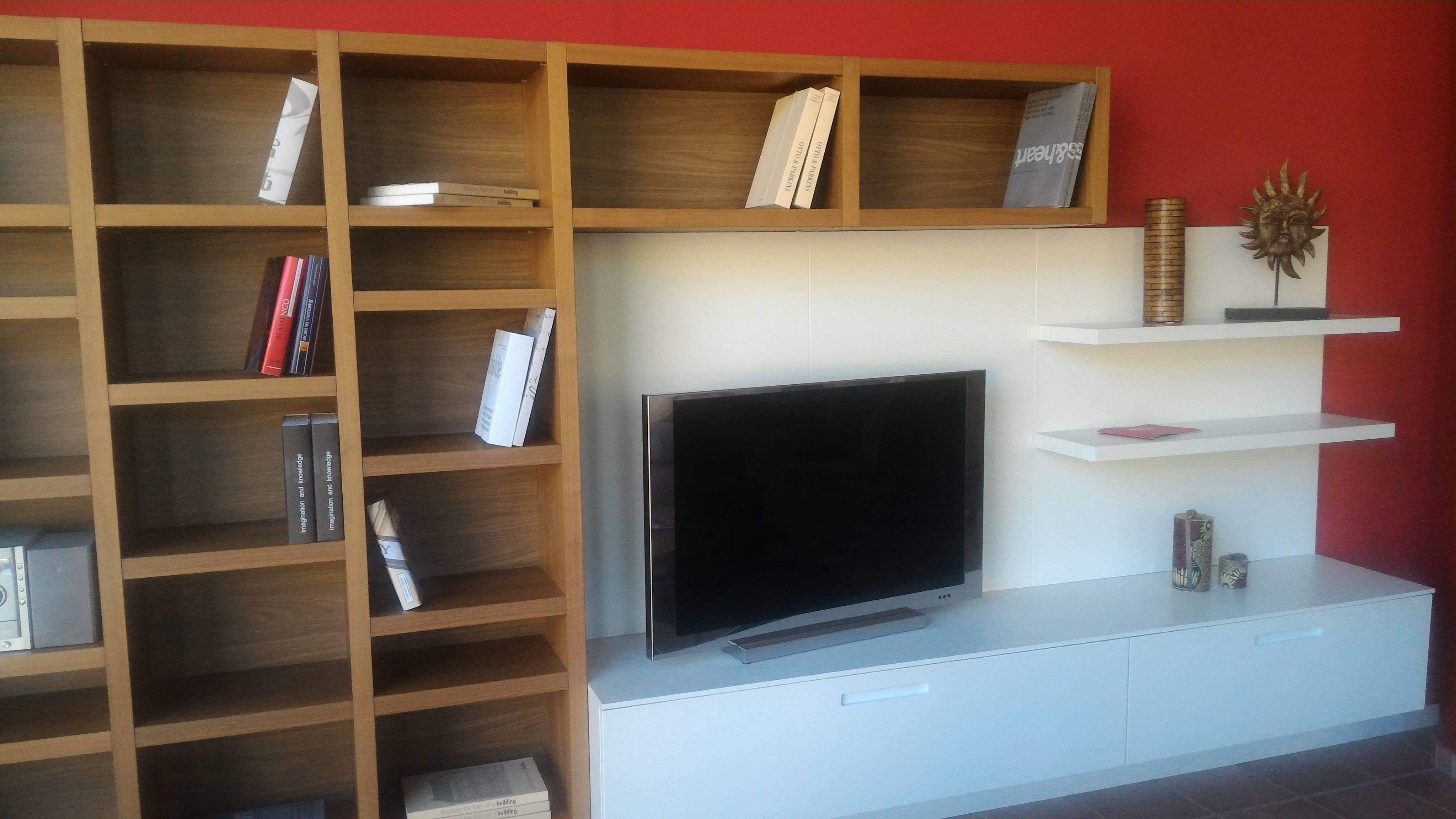 Parete soggiorno originale idee creative di interni e mobili - Idee parete soggiorno ...
