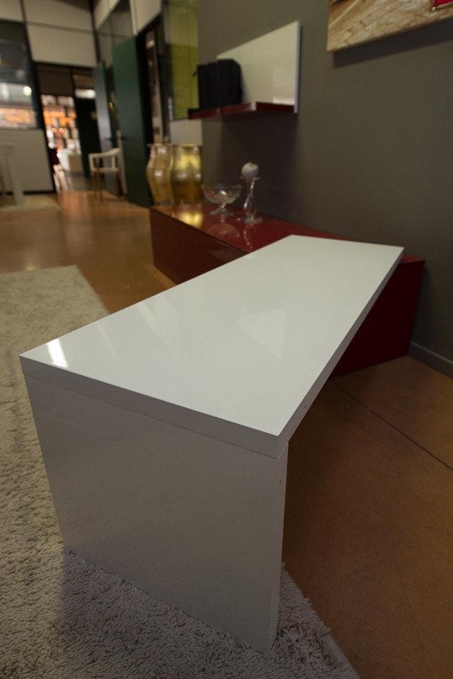 Arredamento Soggiorno Bianco E Rosso: Idee per arredare casa in bianco e nero.