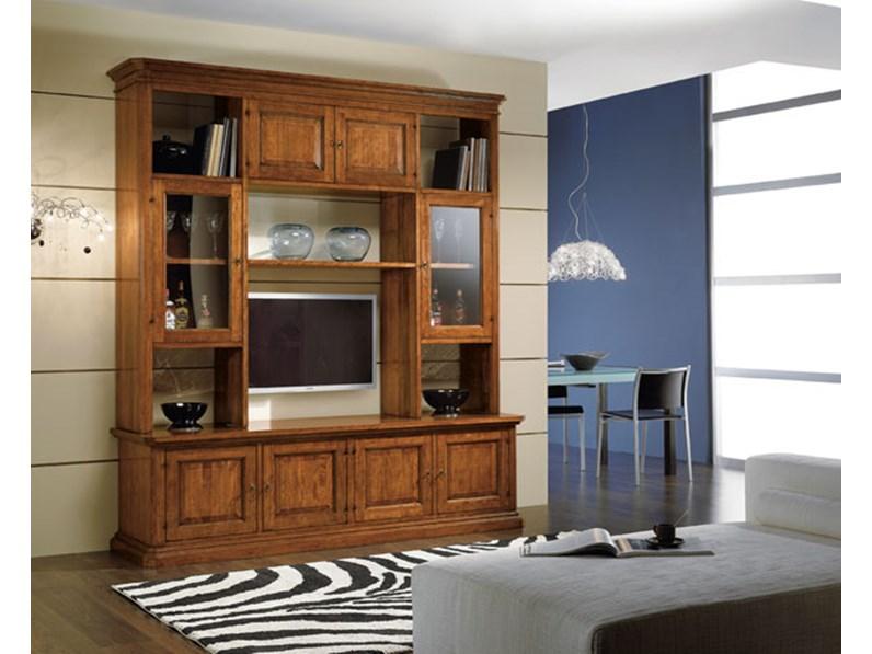 Soggiorno classico in legno con vetrinette e vano porta tv