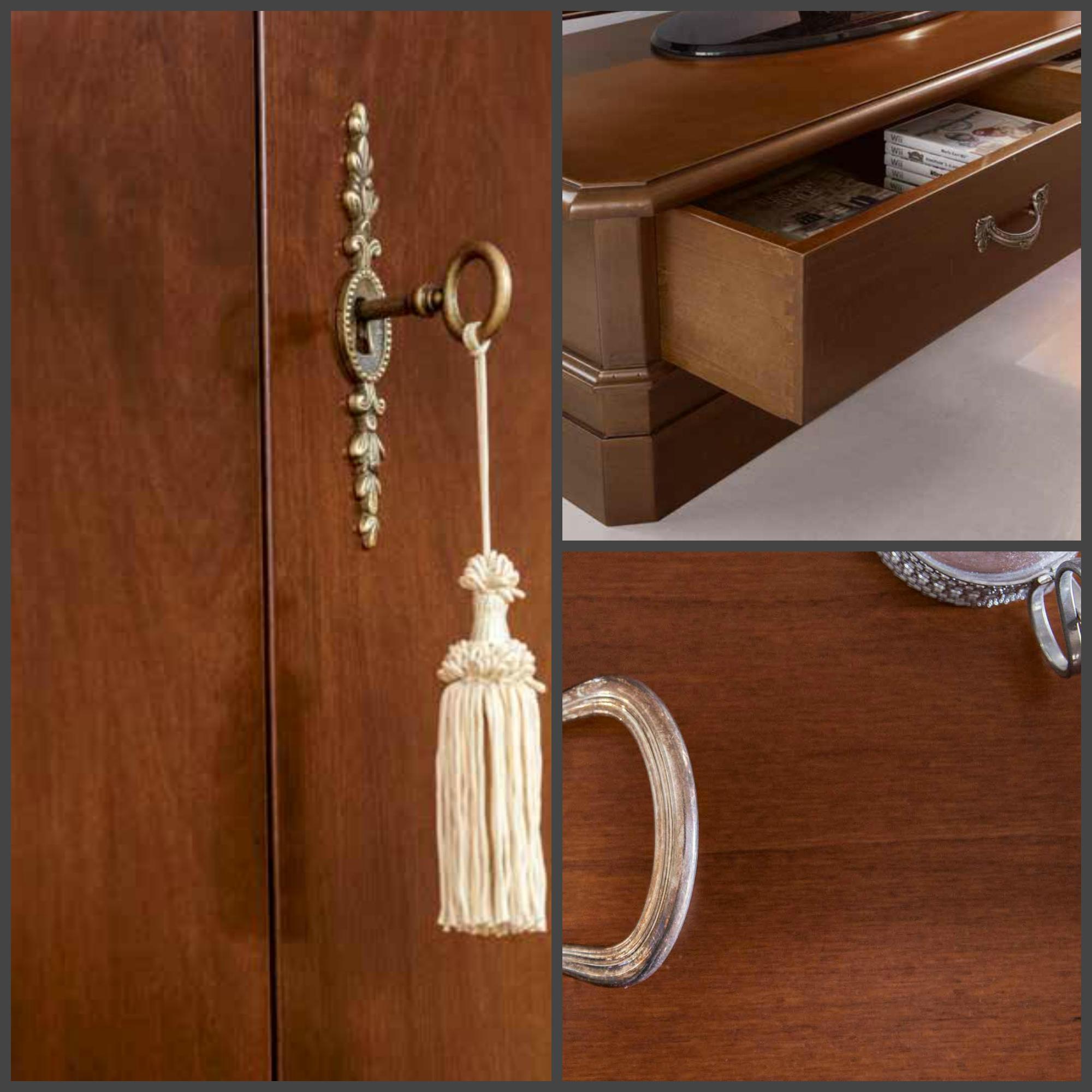 Soggiorno classico in legno con vetrinette e vano porta tv for Soggiorno legno