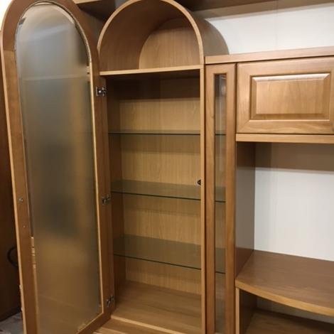 soggiorno classico in legno Modello: classico in legno con vetrinetta
