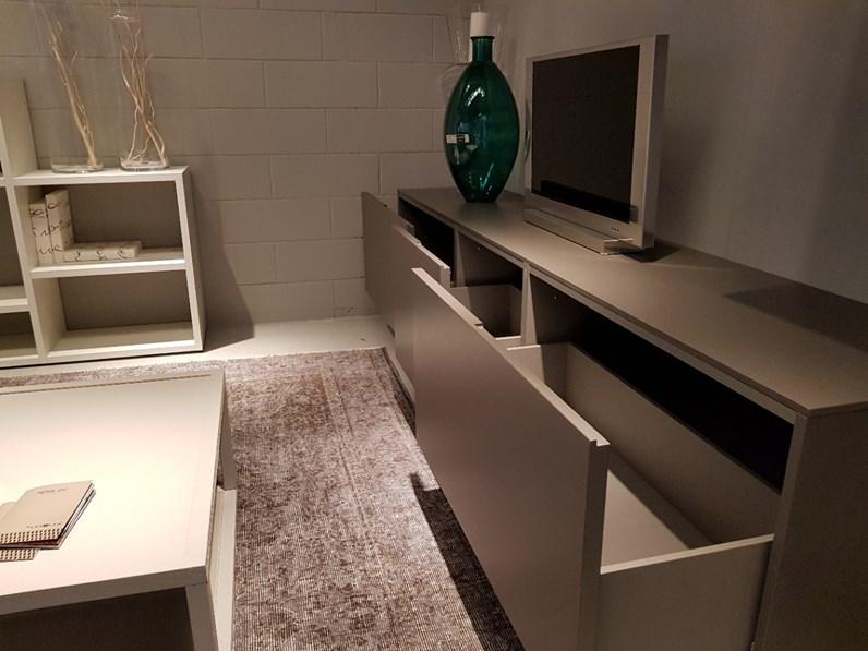 Soggiorno completo in stile design di modulnova in laccato for Mobili soggiorno design outlet