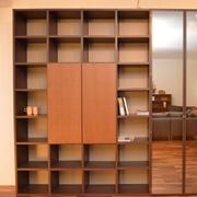 libreria Lema modello Selecta, struttura laccato caffè, fondali laccato ombra, ante in rovere tabacco e vetro semiriflettente