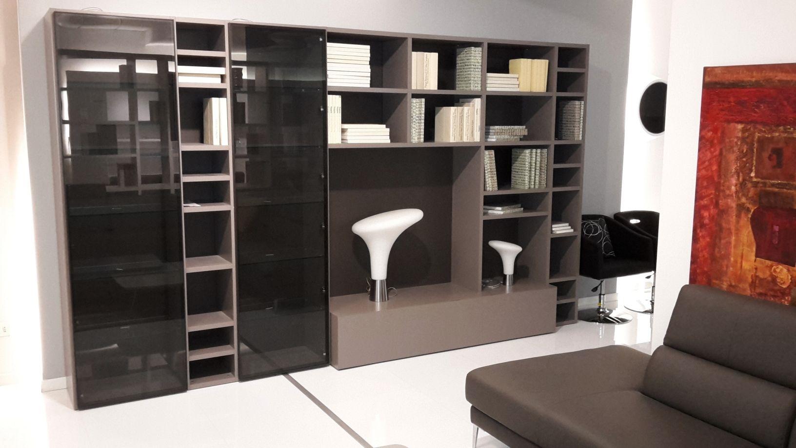 Soggiorno libreria laccato opaco con vetrine soggiorni a for Libreria soggiorno
