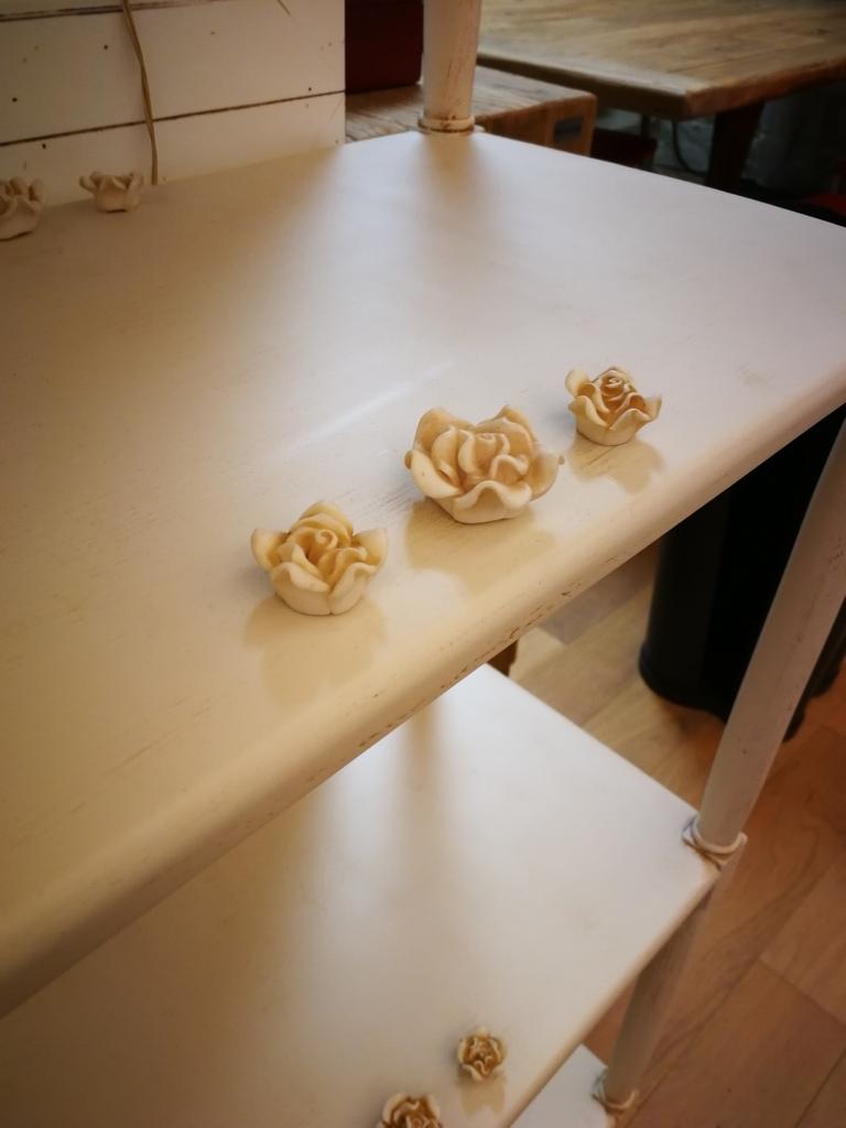 Soggiorno miazzo libreria etajeur in legno bianco for Soggiorno legno