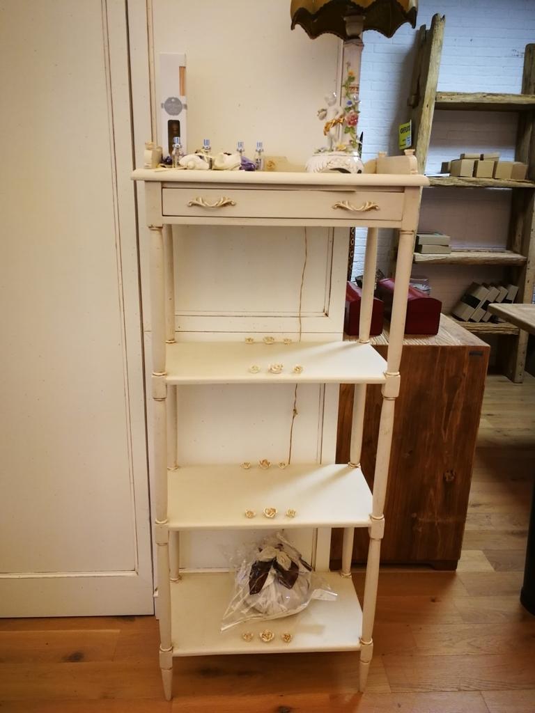 Soggiorno miazzo libreria etajeur in legno bianco for Soggiorno in legno