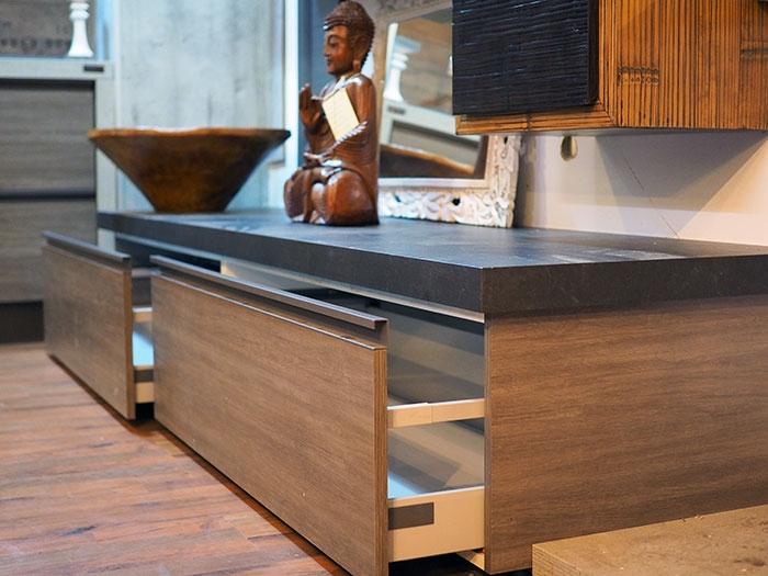 soggiorno moderno etnico in legno e crash bambu miele in ...